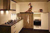 Rechte keuken met kastenwand (Y107)
