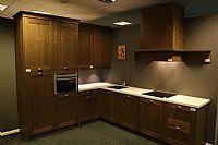 Moderne donker eiken keuken
