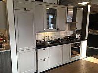 Klasiek moderne keuken met stenen blad