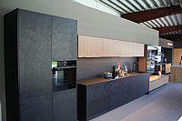 Zeer moderne zwarte rechte keuken met kasten 10.9