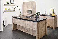 Greeploze houtlook keuken met eiland
