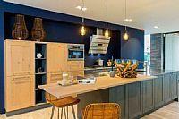 Eilandkeuken hout met rvs blad en luxe apparatuur
