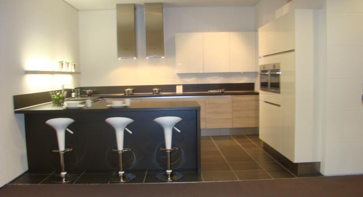 Moderne U Keukens : Keukens moderne greeploze u keuken