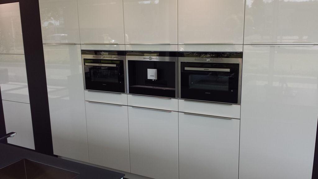 Witte Hoogglans Keuken Met Wit Blad : hoogglans keuken met kook/spoeleilandAangeboden in verband met