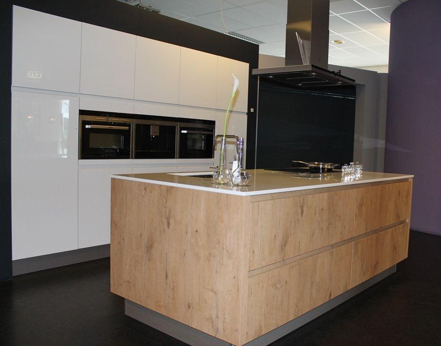 Design Hoogglans Keuken : Keukens design greeploos hoogglans hout