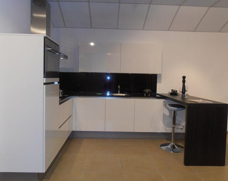 Witte Hoogglans Keuken Greeploos : woonwinkel van Nederland! Greeploze witte hoogglans keuken [50730