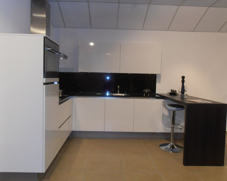 Keuken Greeploos Hoogglans Wit : hoogglans keuken 50730 verkocht kooinummer 142 kleur wit hoogglans